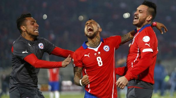 Chile's Arturo Vidal (8) celebrates with teammates after defeating Argentina to win the Copa America 2015 final soccer match at the National Stadium in Santiago, Chile, July 4, 2015. REUTERS/Marcos Brindicci