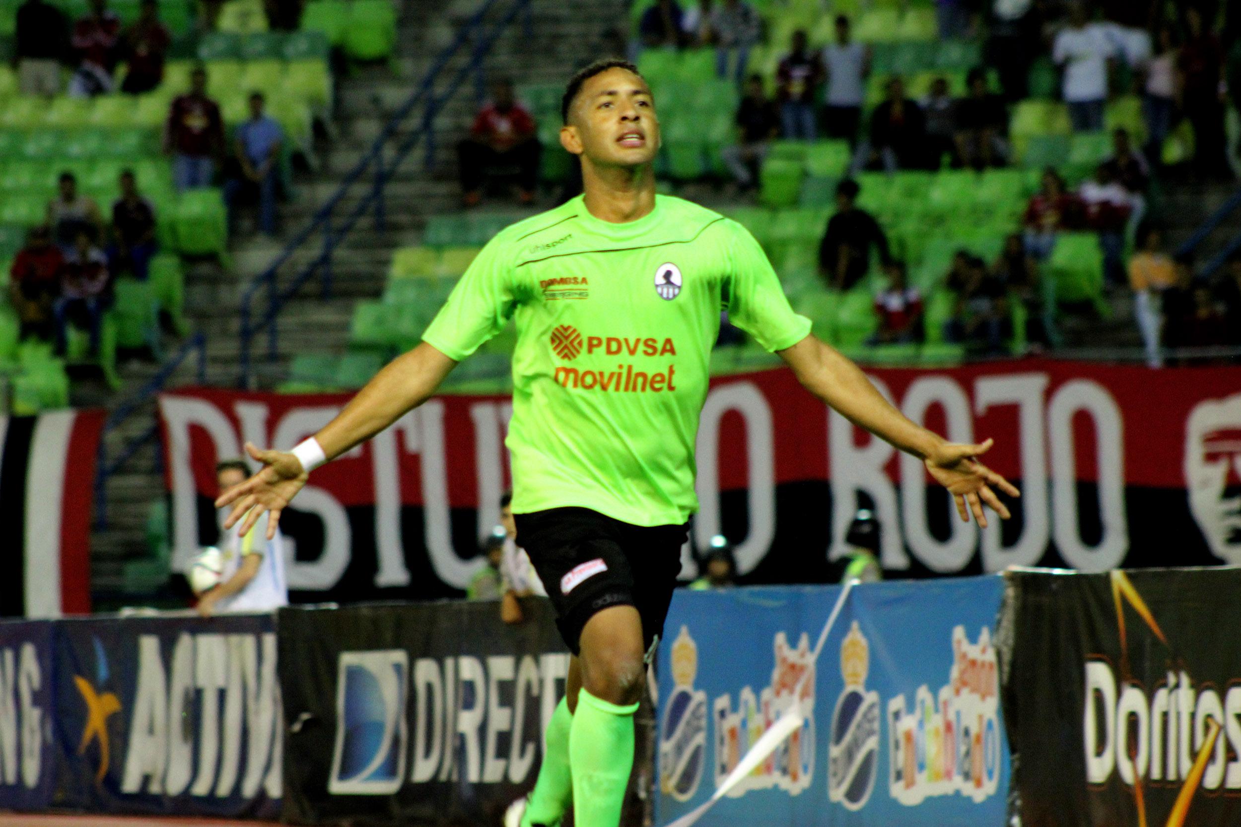 La celebración Gabriel Torres en el juego de ida vs Caracas. foto: prensa Zamora.