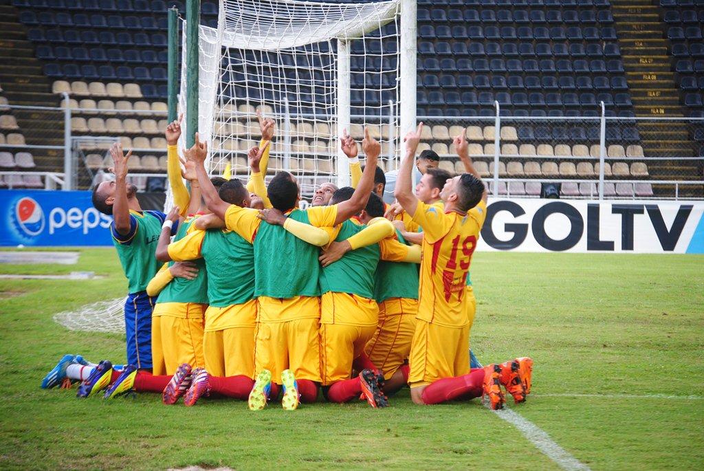 Los jugadores del Aragua celebran la victoria en Pueblo NUevo. foto: prensa Aragua Fc