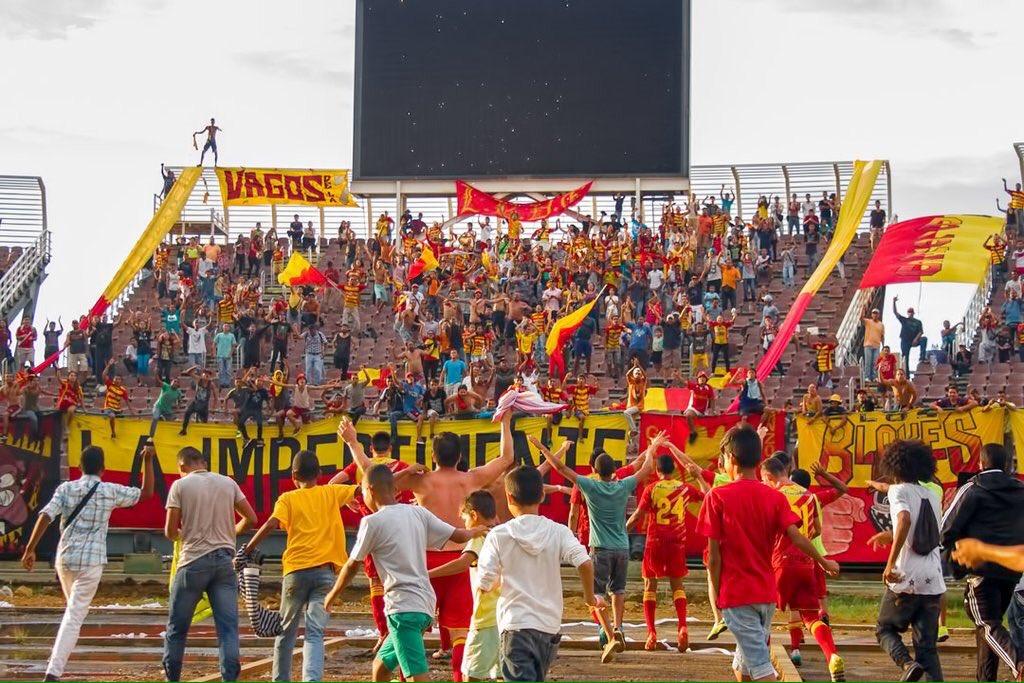 Los jugadores del DANZ celebran su pase a la final con sus hinchas. Foto: prensa DANZ