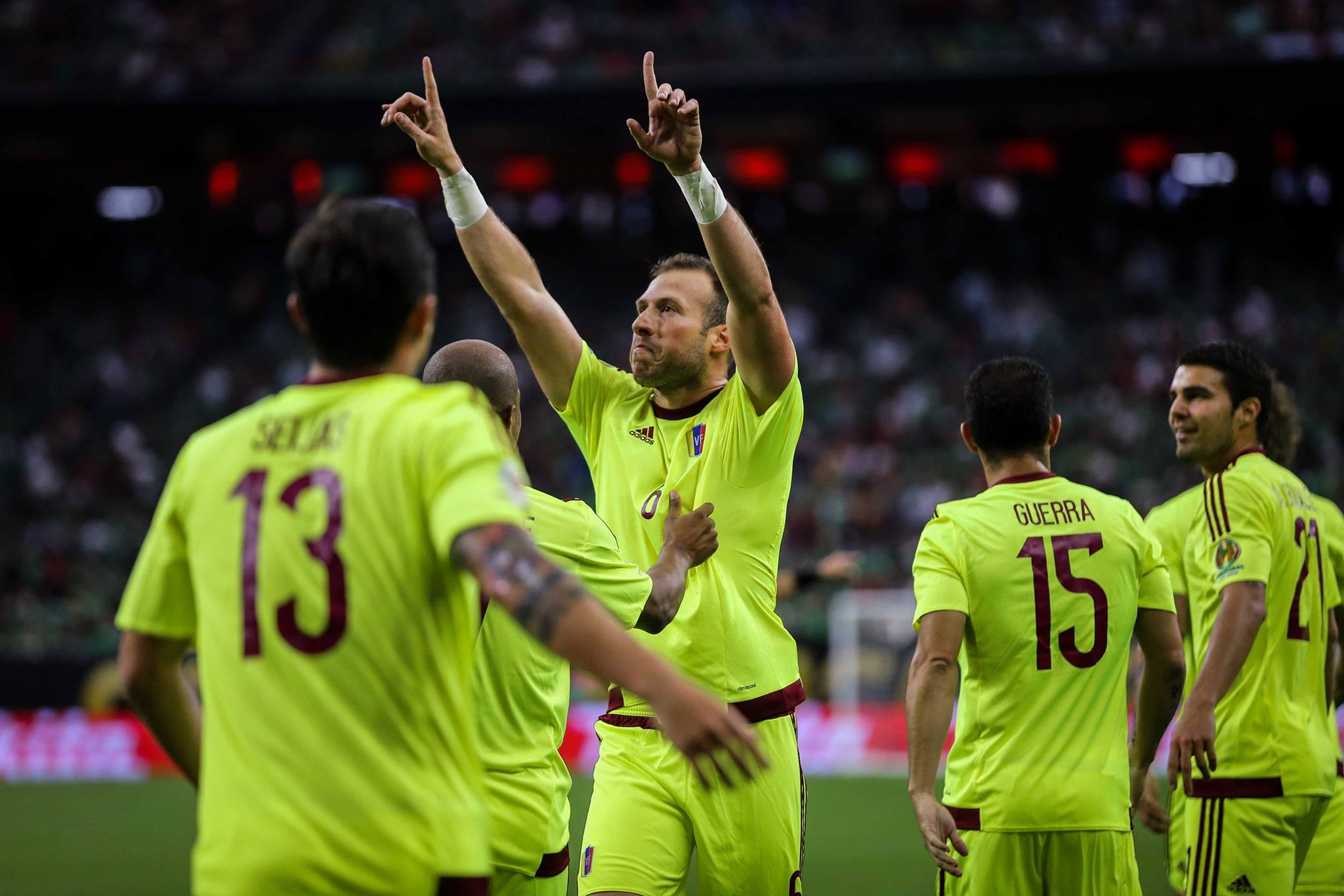 'Sema' celebra el momentáneo 1-0 ante México. foto prensa FVF