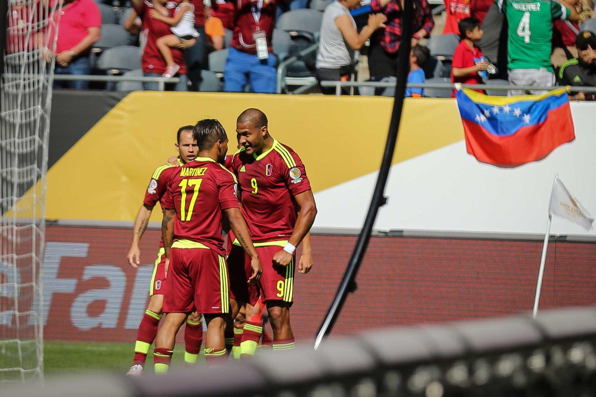 Los jugadores de la vinotinto celebran el gol. foto prensa FVF