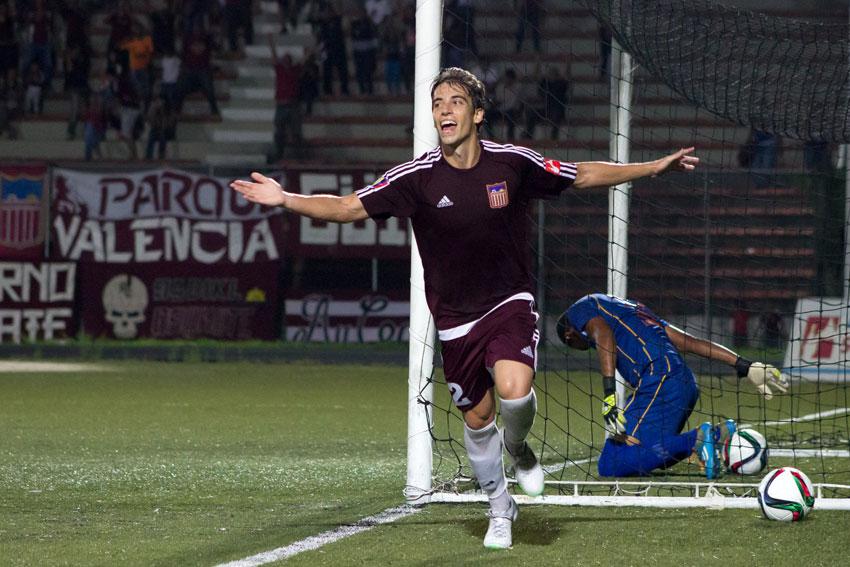 Novoa celebra uno de sus goles. foto-photo-report